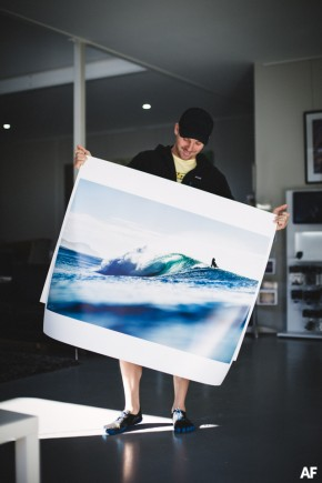 Alex Frings Photography big lustre print of perfect surf in Byron Bay